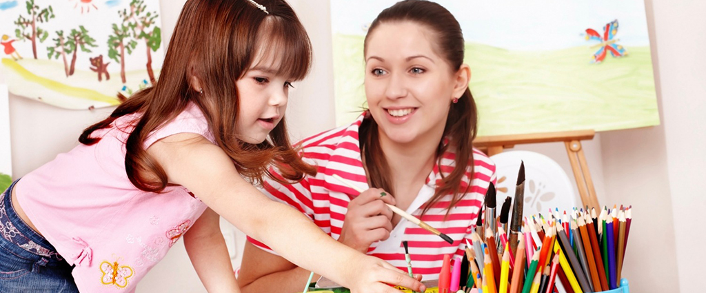 Bona cu experienta in prim ajutor si curs de babysitter